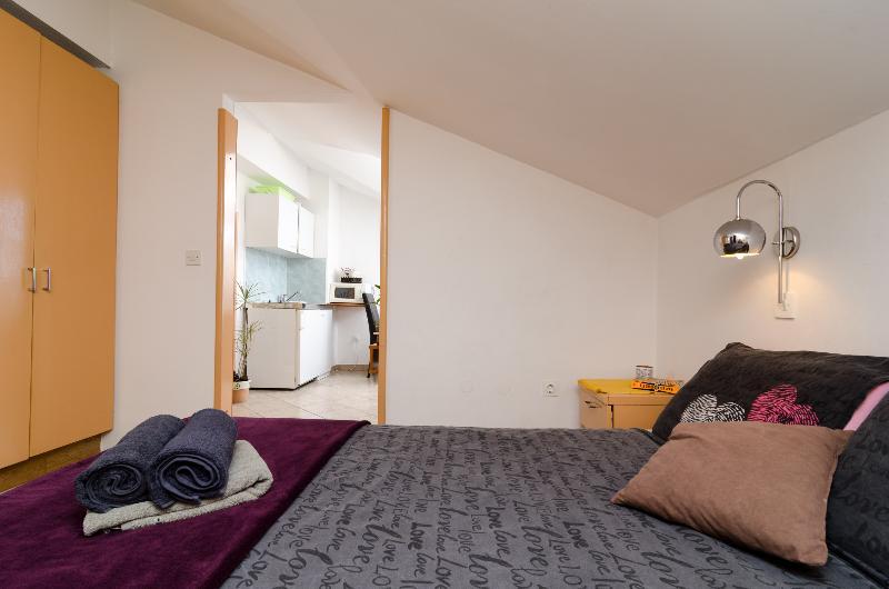 Room Apartments Bell Memories