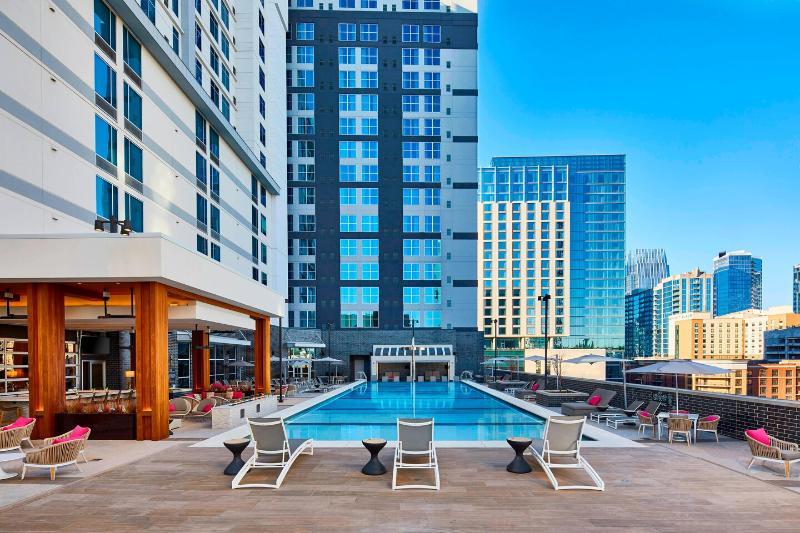 Pool Springhill Suites Nashville Dowtown