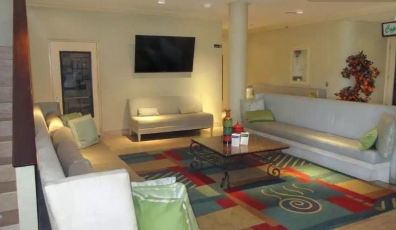 Lobby Quality Inn & Suites