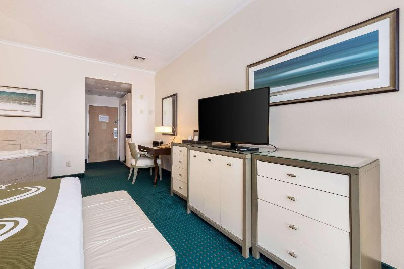 Room Quality Inn & Suites