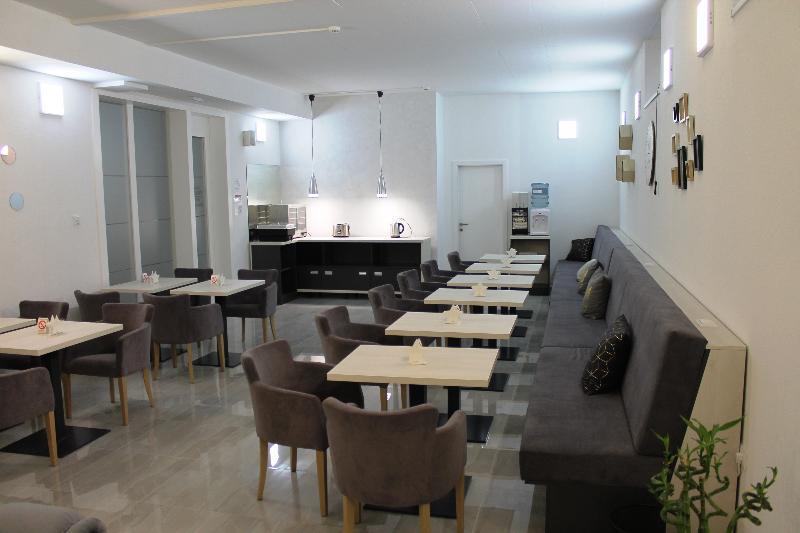 11tica DM Hotel