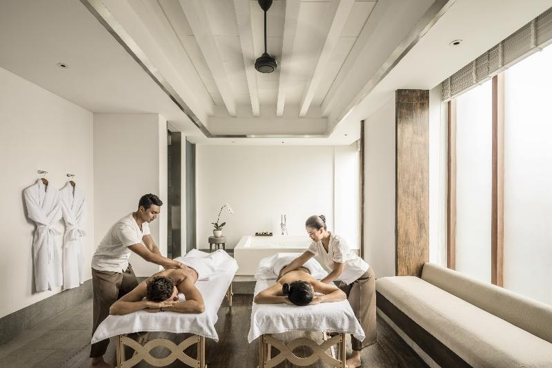 An extensive range of treatments, including Asian-inspired therapies from marma to massage, alongside classic beauty treatments administered by expert wellness practitioners.