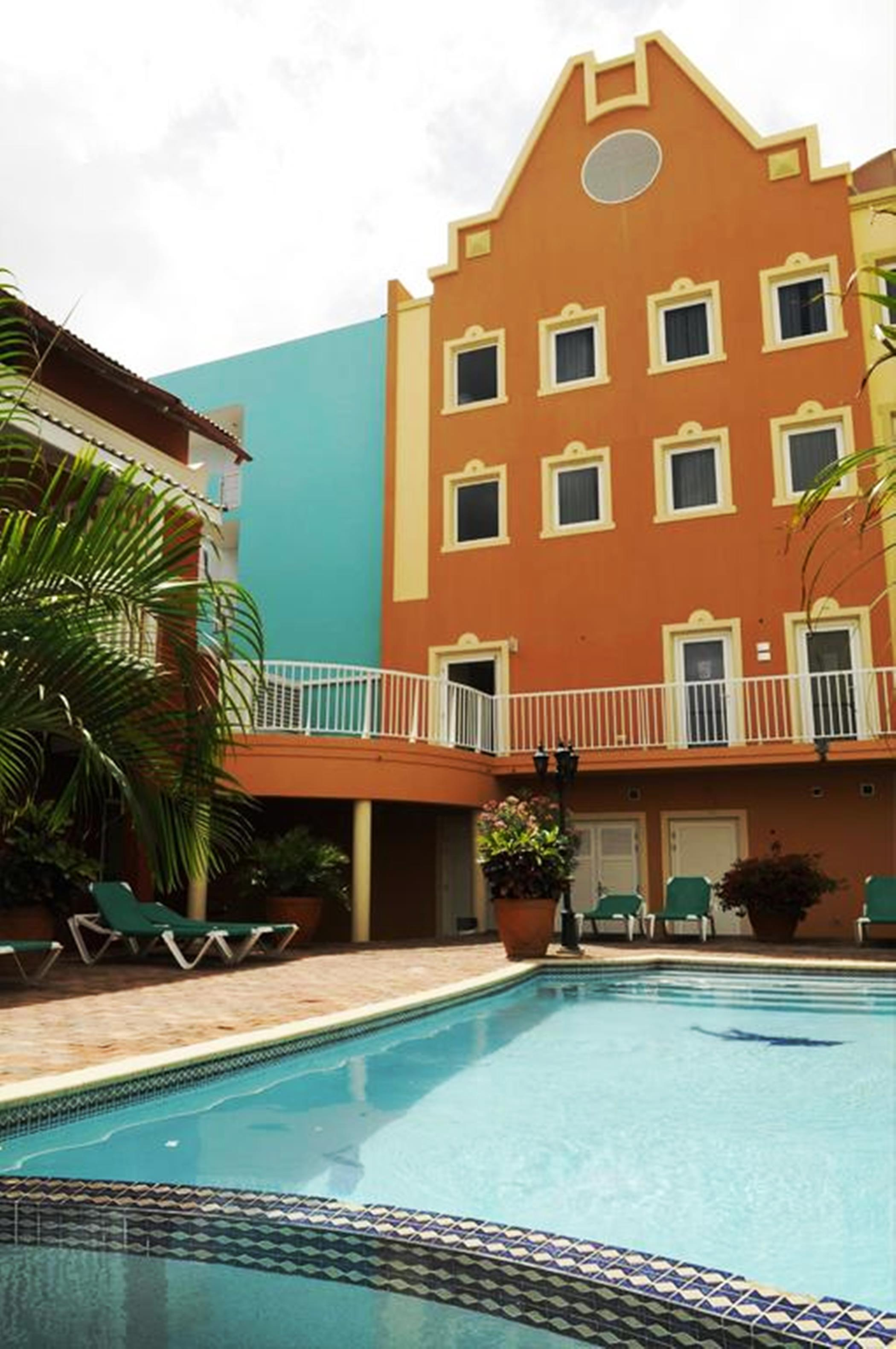 E M City Hotel Curacao,