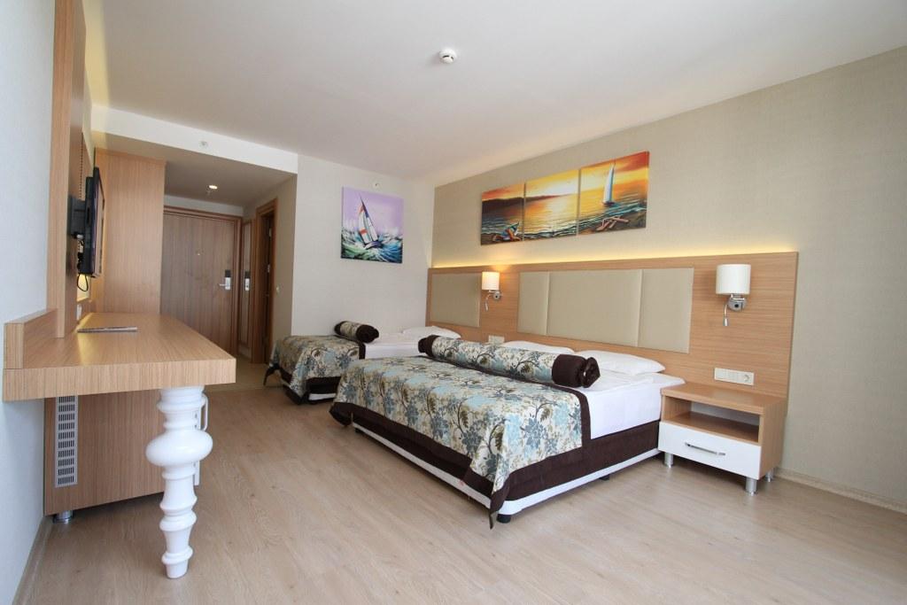 Blue-Wave-Suite-Hotel