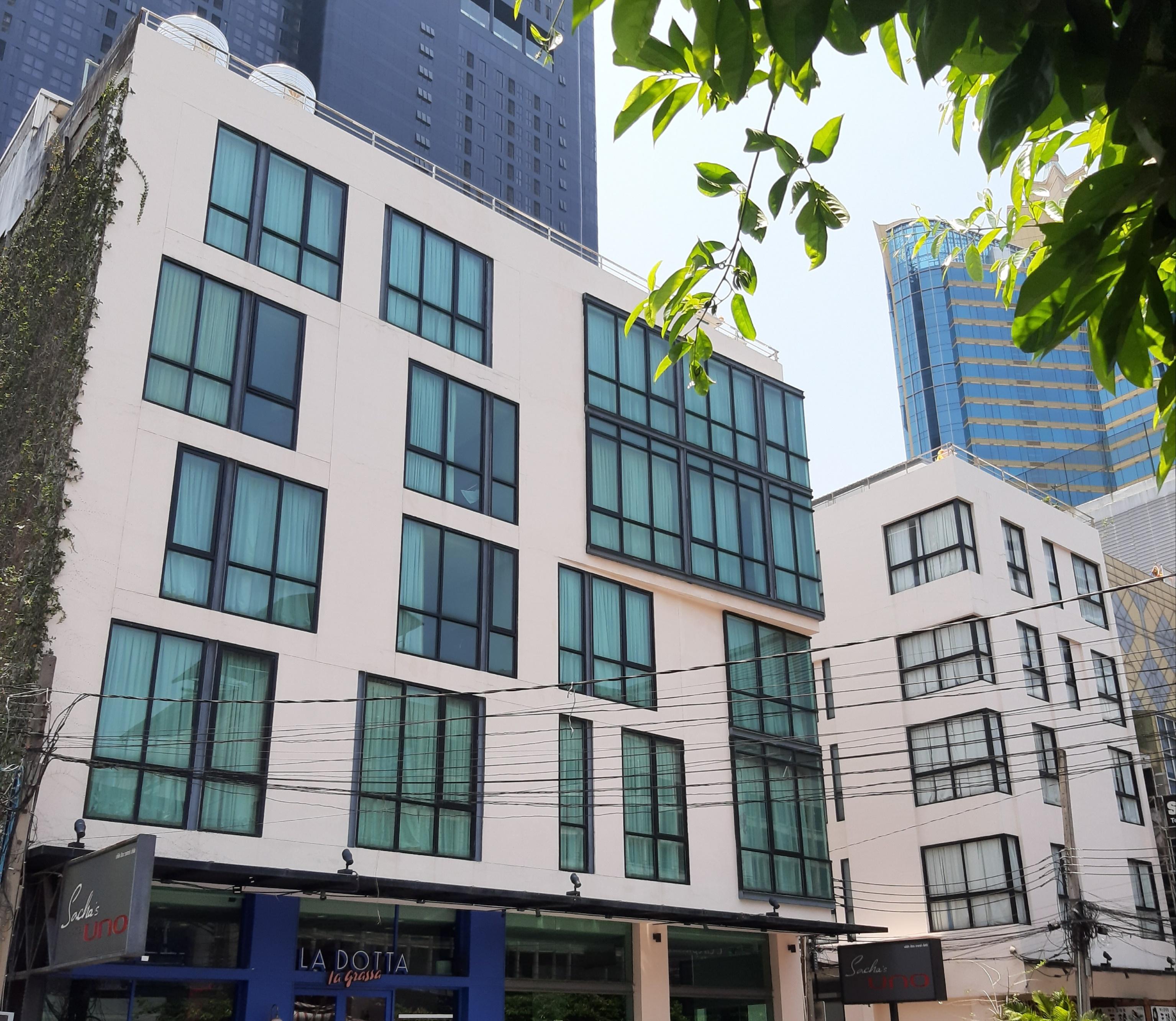 Sacha's Hotel Uno, Khlong Toey