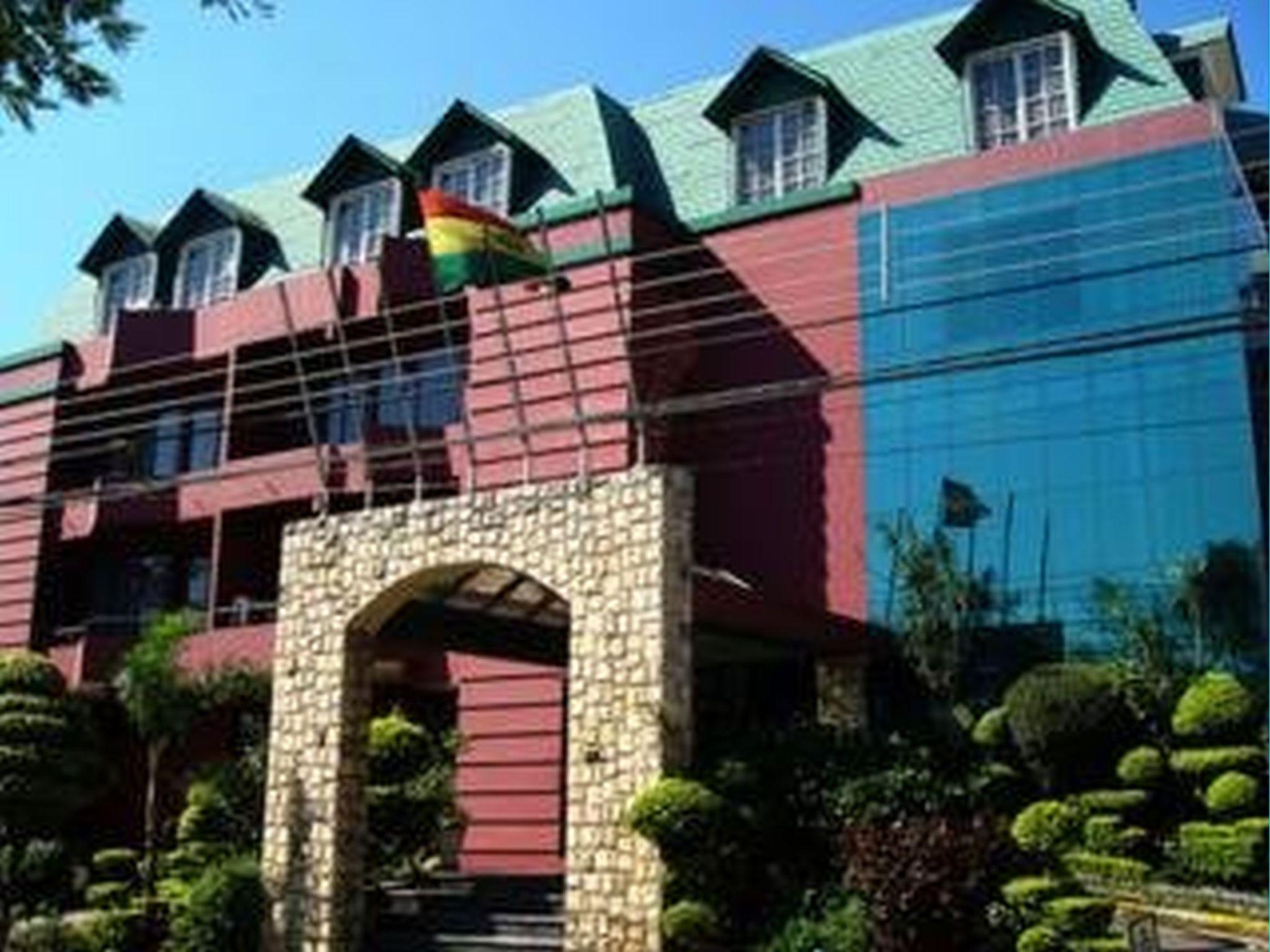 Royal Lodge, Andrés Ibáñez