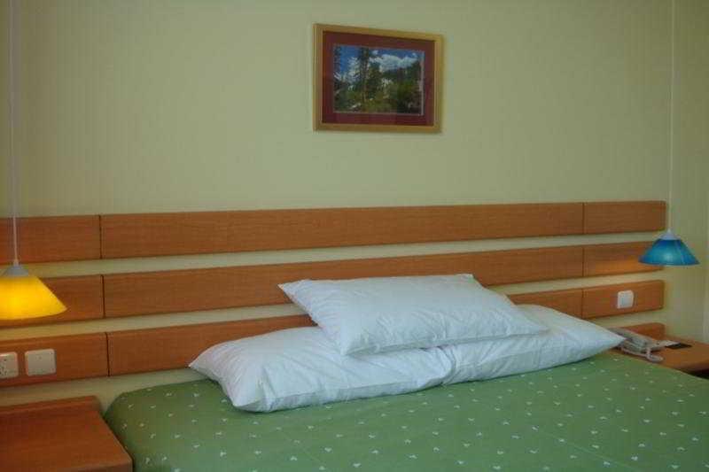 Home Inn Gezhou Dam, Yichang