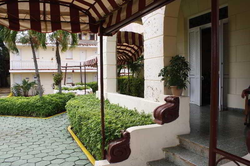Hotel Paseo Habana, Plaza de la Revolución