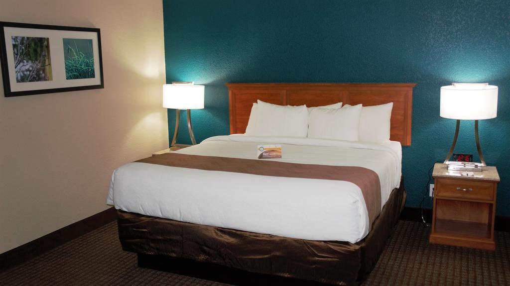 Quality Inn & Suites, Otero