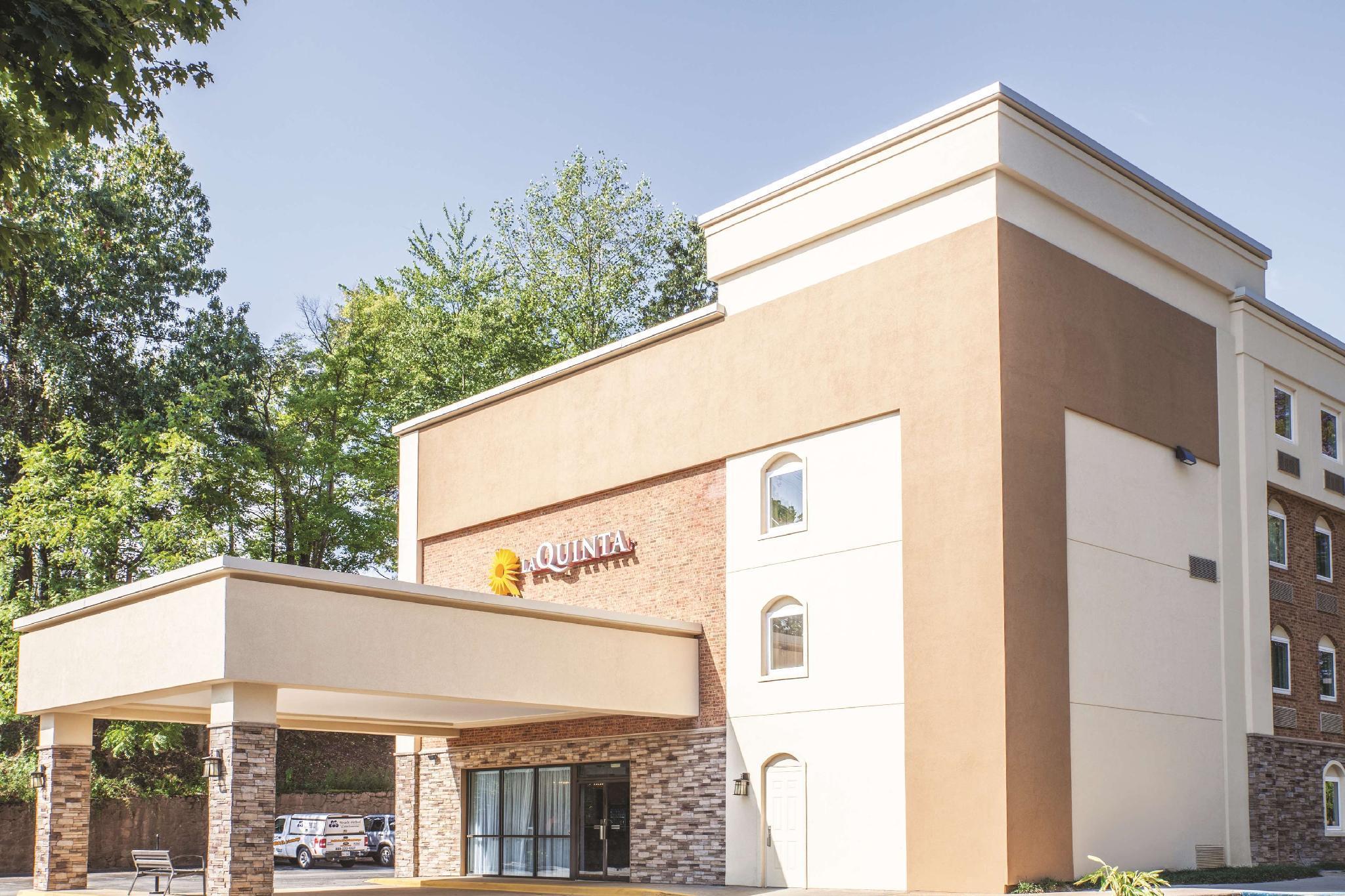 LA QUINTA INN SUITES CHARLOTTESVILLE UVA-MEDICAL, Charlottesville