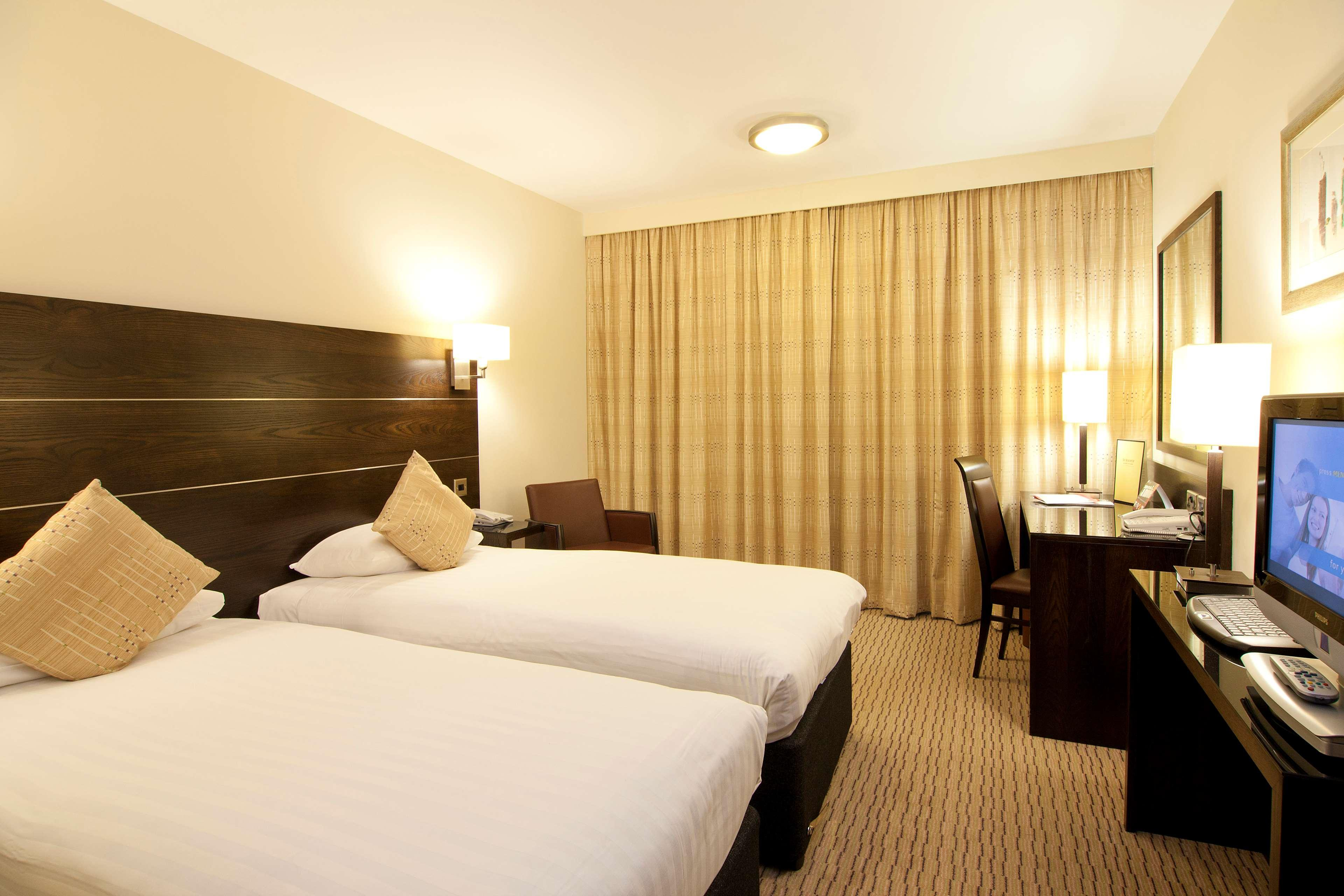 DoubleTree by Hilton London Heathrow Airport, London