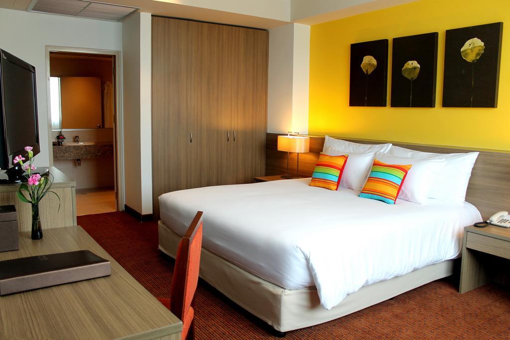 Centra By Centara Government Complex Hotel & Conve, Lak Si
