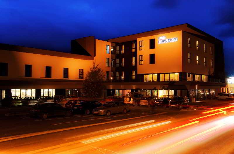 Emporium Hotel, Una-Sana