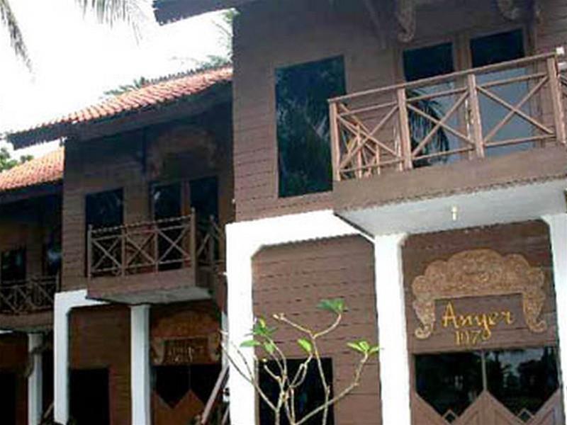 Nuansa Bali, Serang