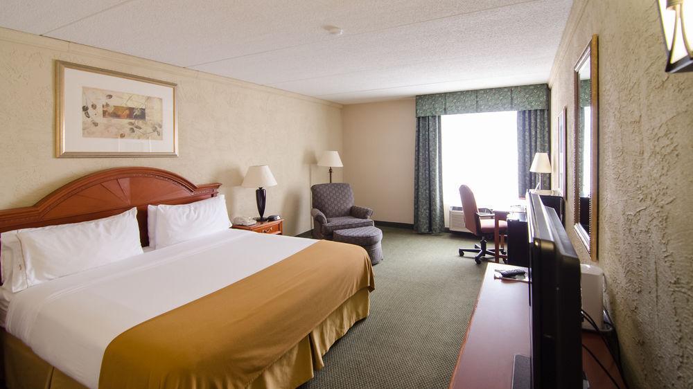 Country Inn & Suites by Radisson, Mt. Pleasant-Rac, Racine