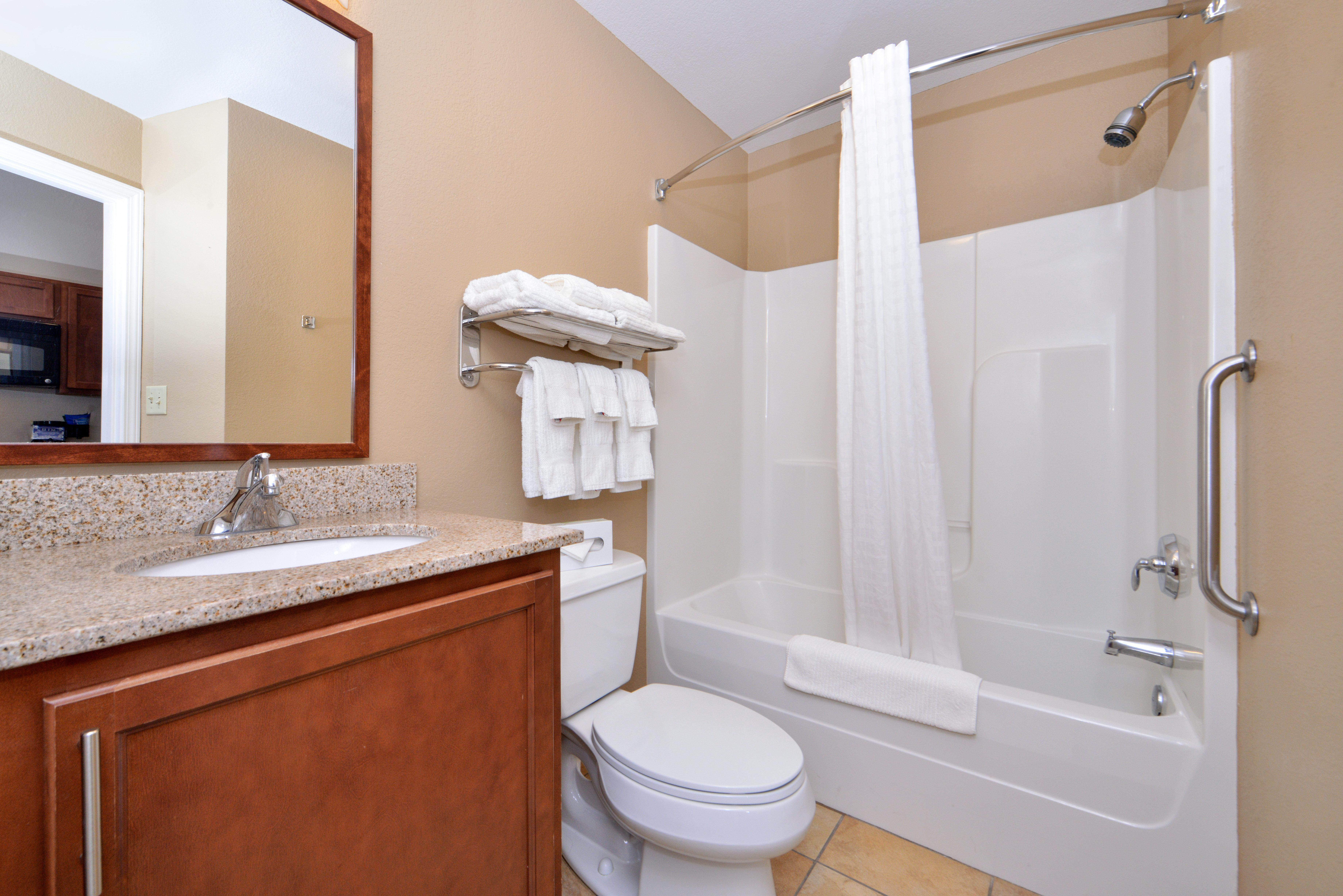 Candlewood Suites Kansas City Northeast, Clay