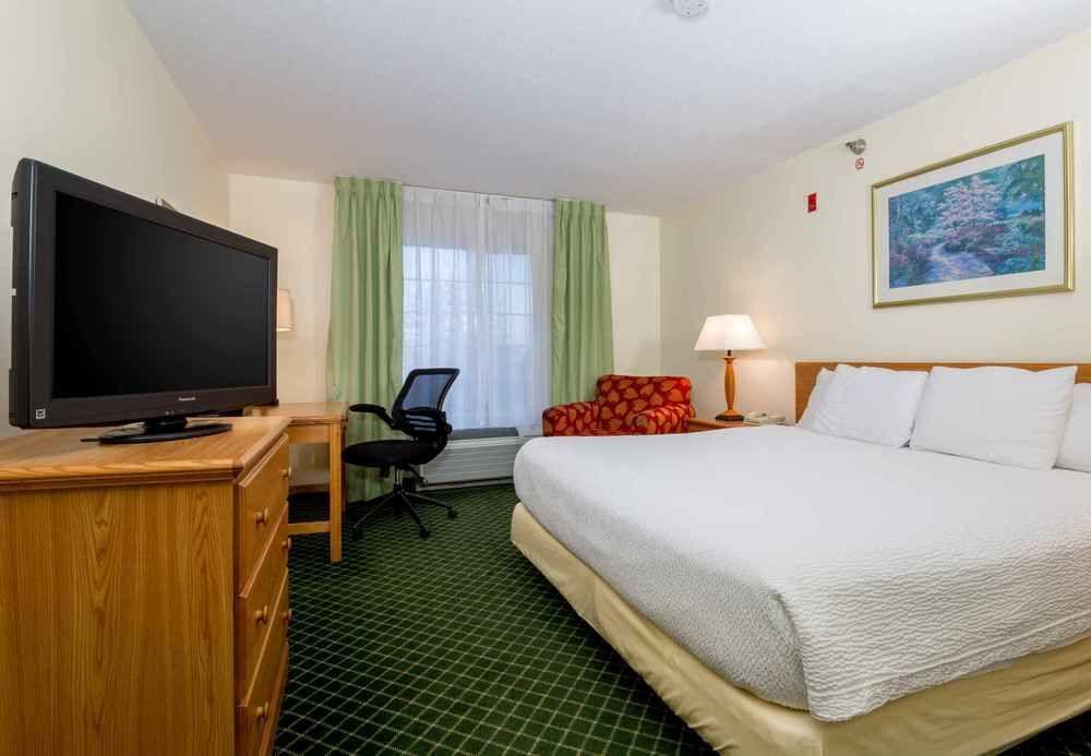 Fairfield Inn & Suites Kansas City North Near Worl, Clay