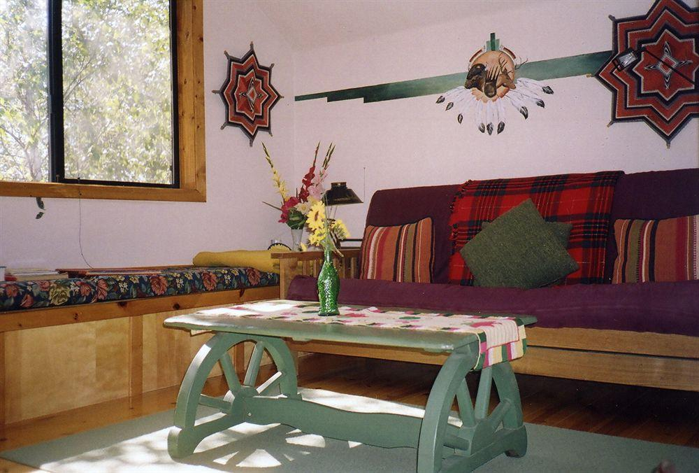 Bellevue Guesthouse, Tulare