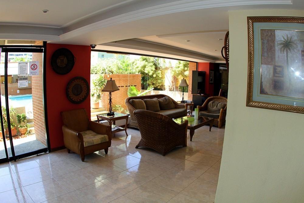 Miramar Suites, Vargas