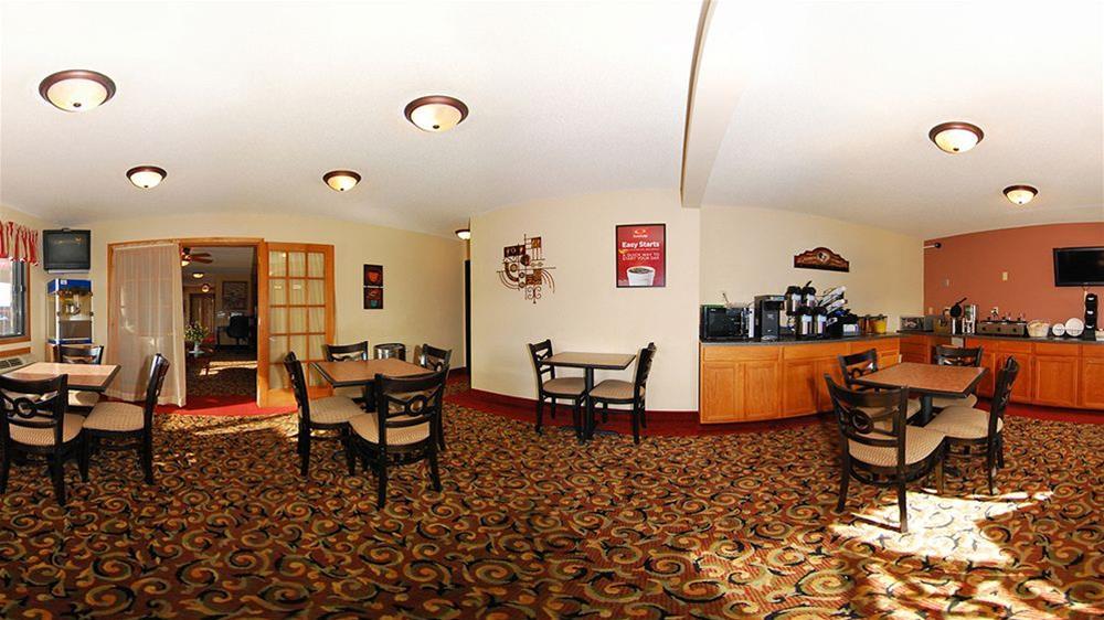 Econo Lodge  Inn & Suites, Scott