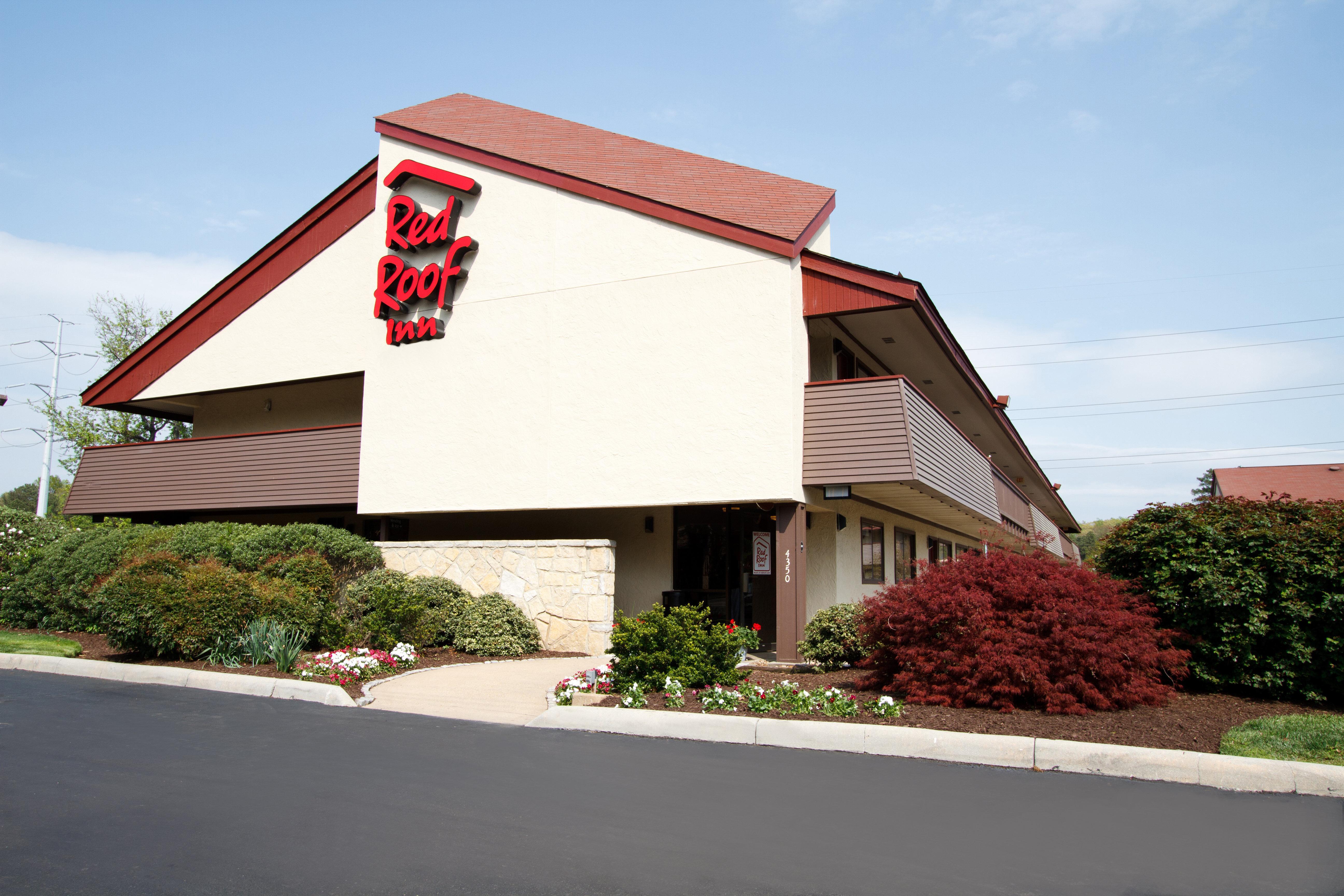 Red Roof Inn Parkersburg, Wood