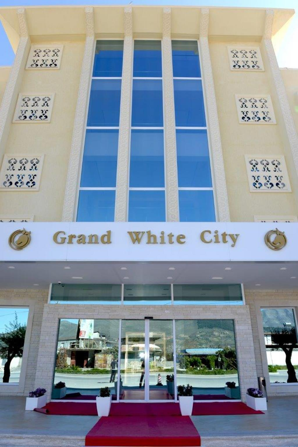 Grand White City, Beratit