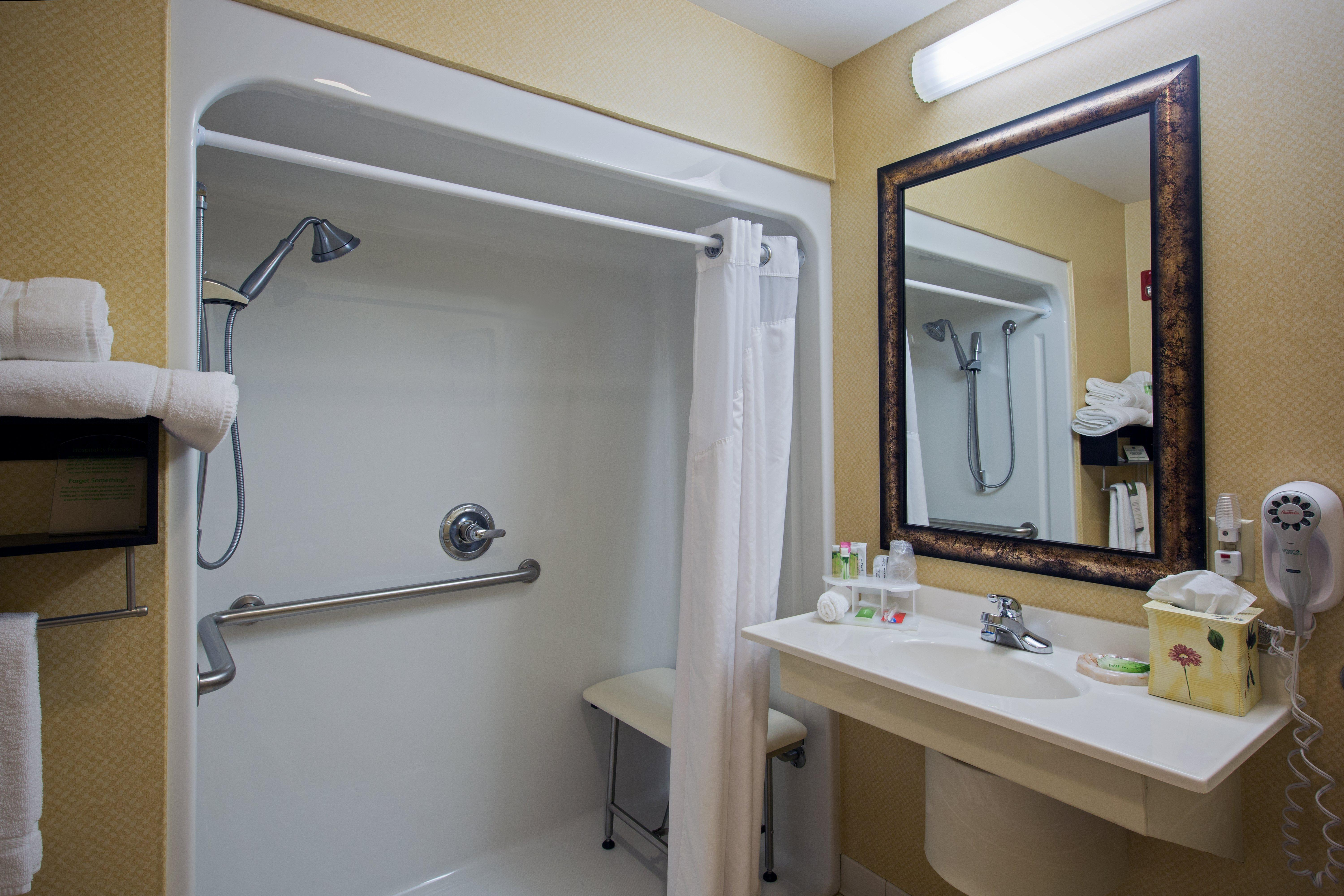 Holiday Inn Express and Suites Youngstown N Warren, Trumbull