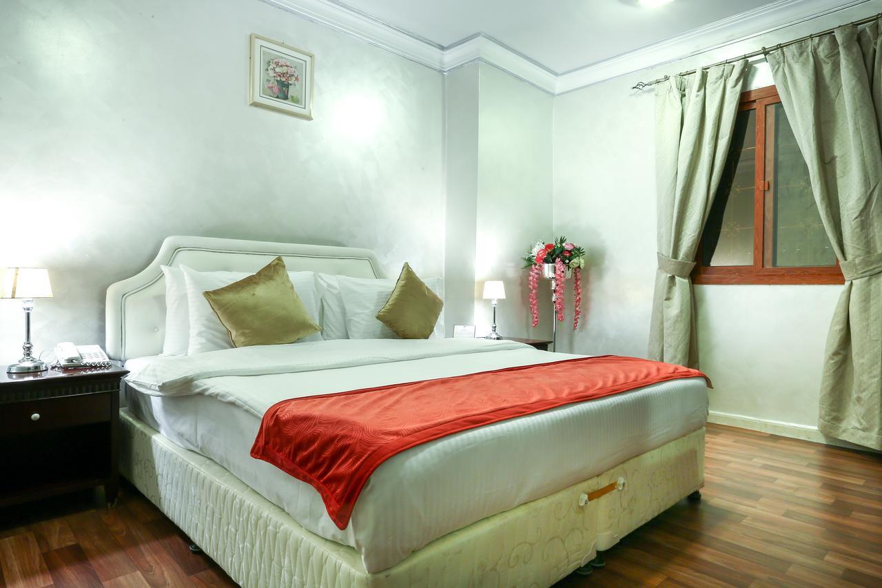 La Villa Suites Hotel,