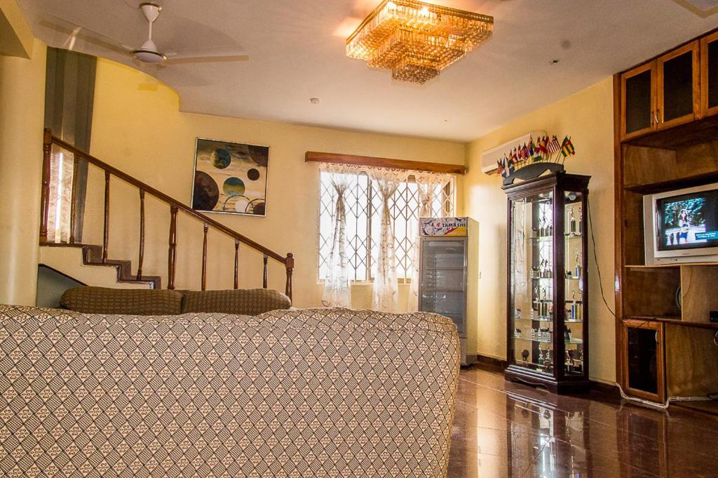 Malbert Inn Guesthouse, Tema