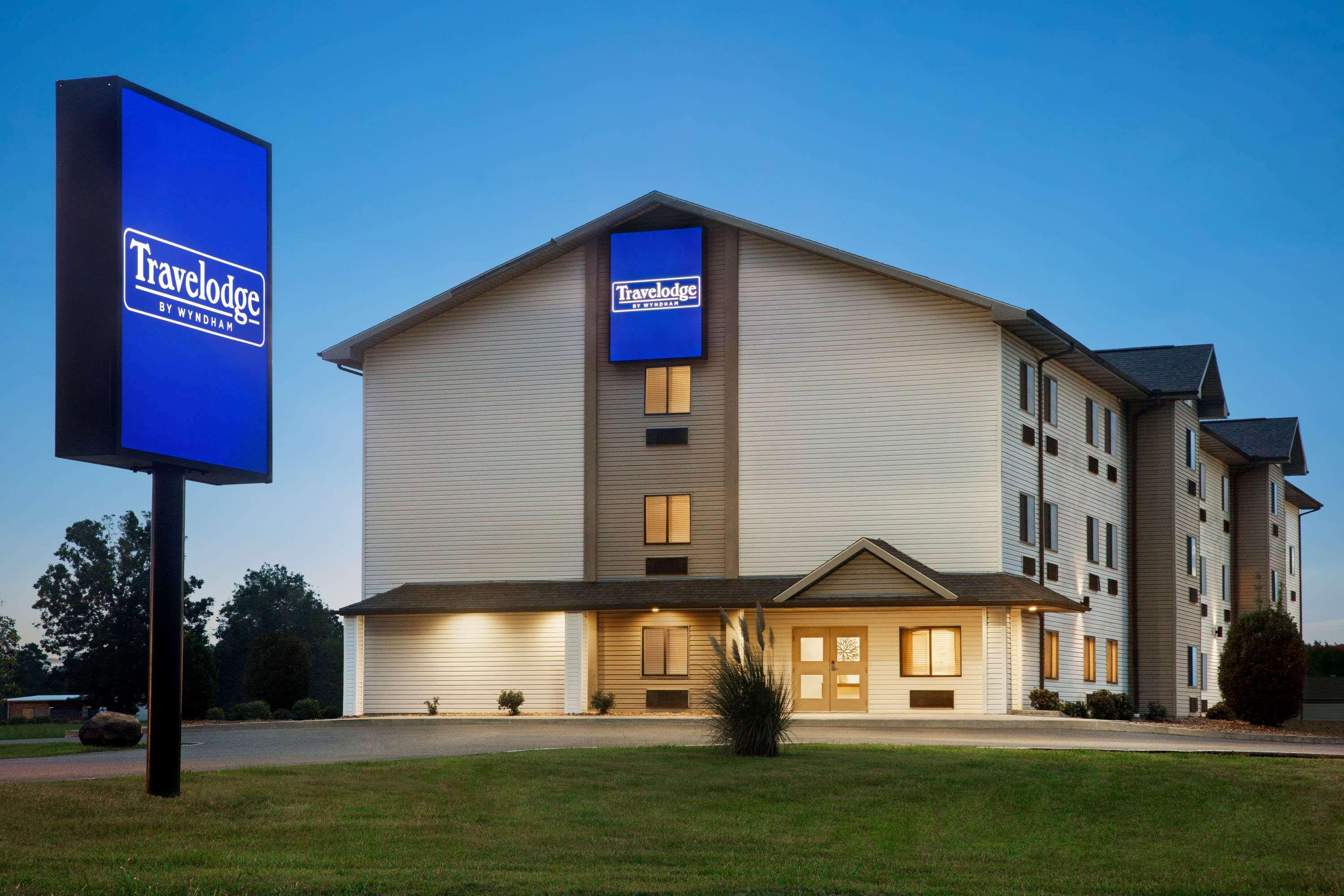 Travelodge by Wyndham Livonia, Lhasa