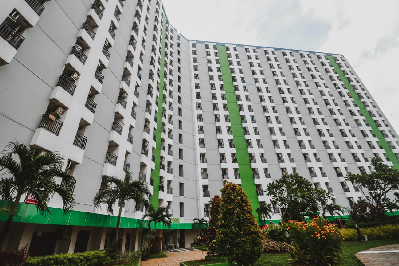 RedDoorz Apartment @ Green Lake View Ciputat, Jakarta Barat