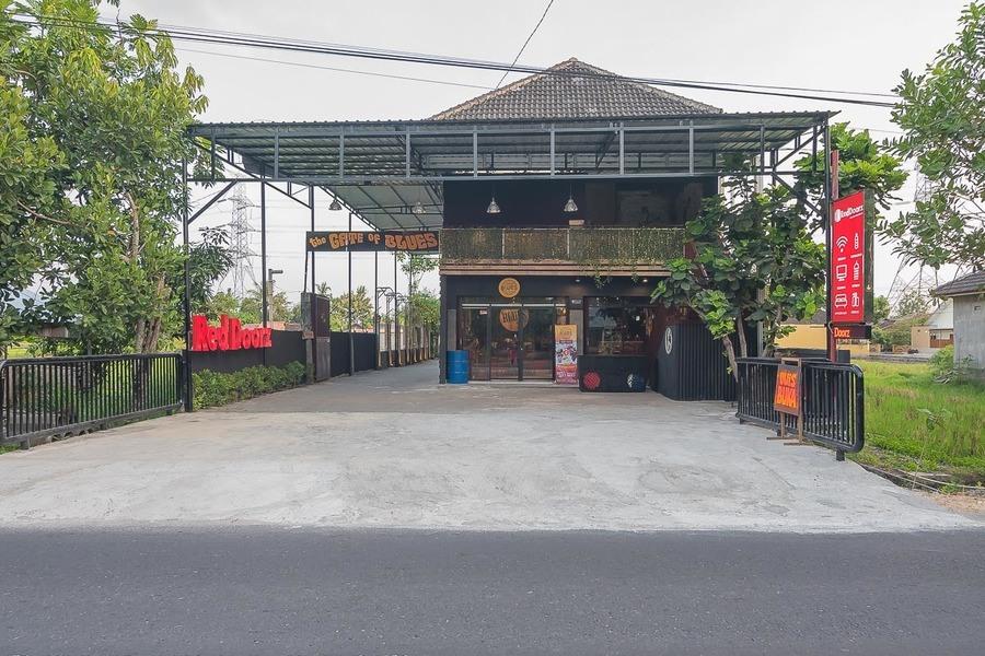 RedDoorz Plus near Desa Wisata Kasongan, Bantul