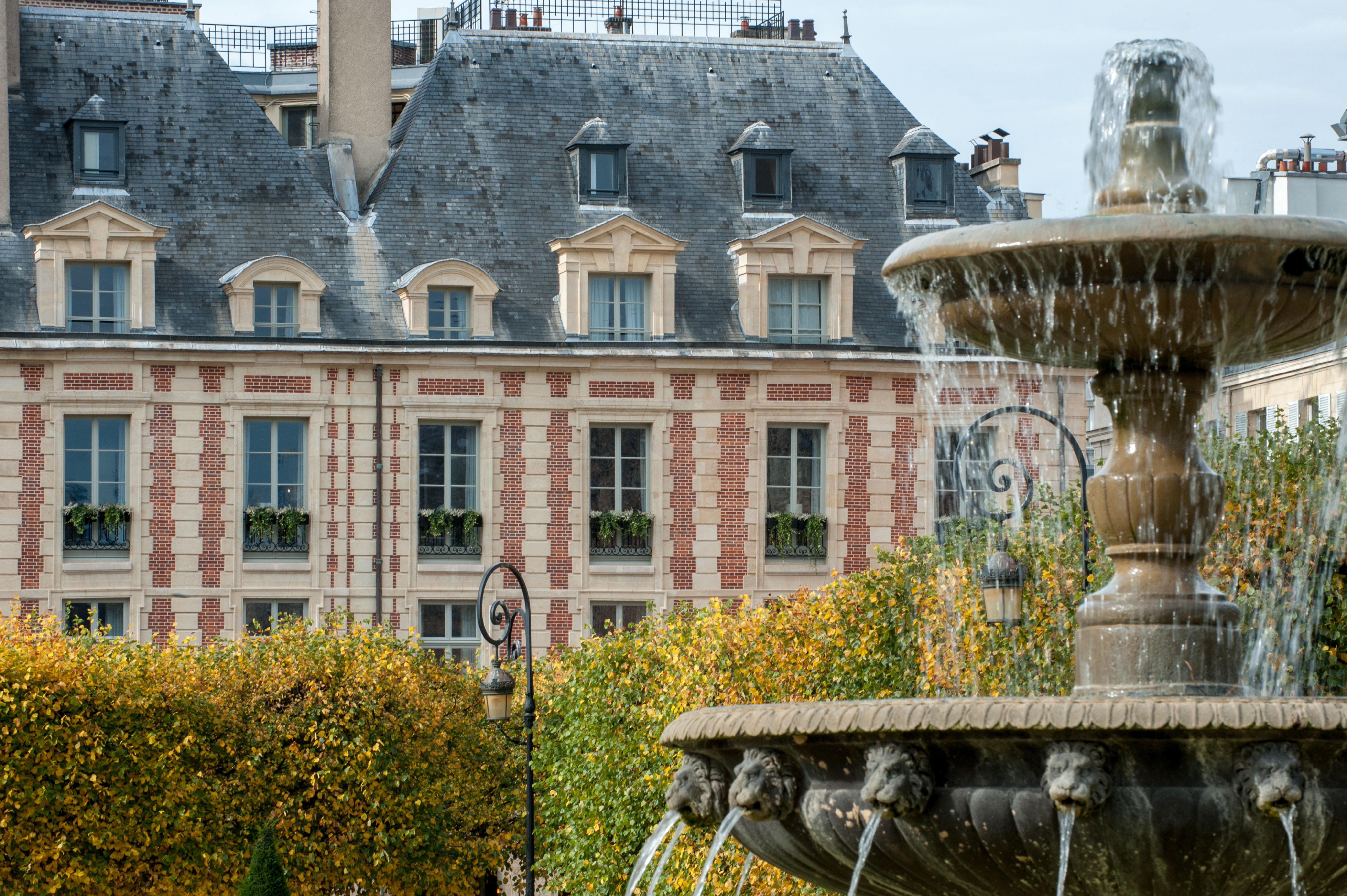 Cour des Vosges, Paris