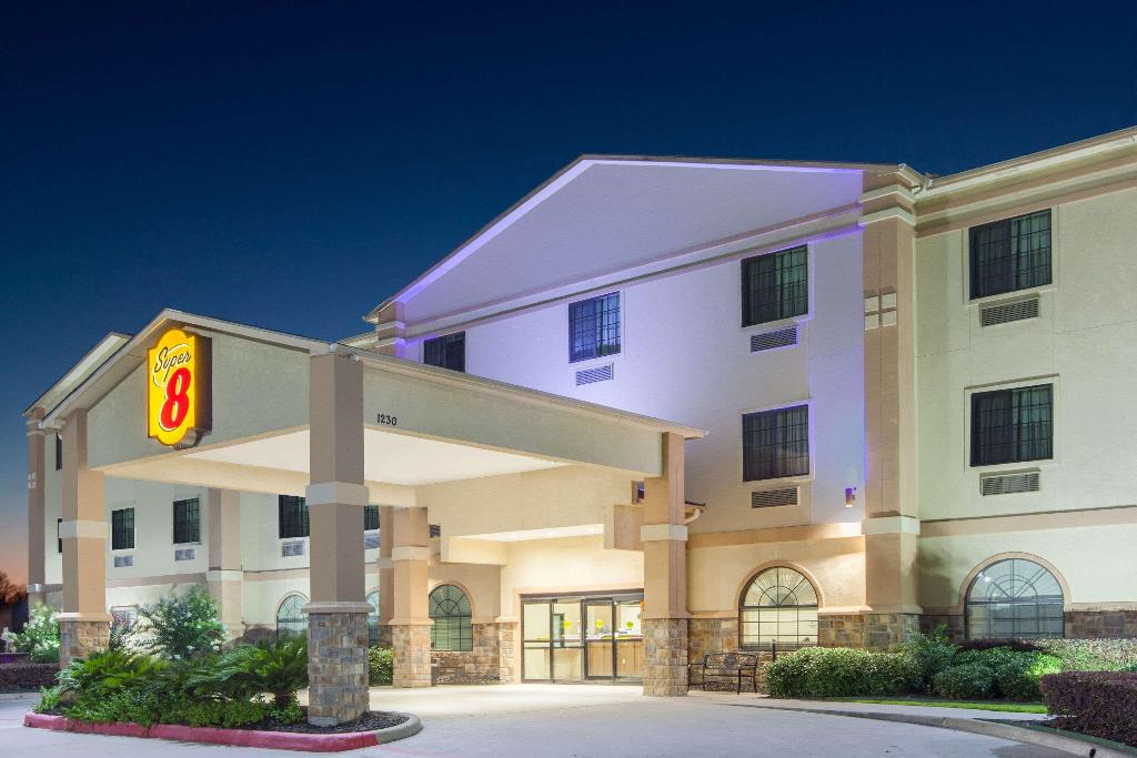 Super 8 by Wyndham IAH West/Greenspoint